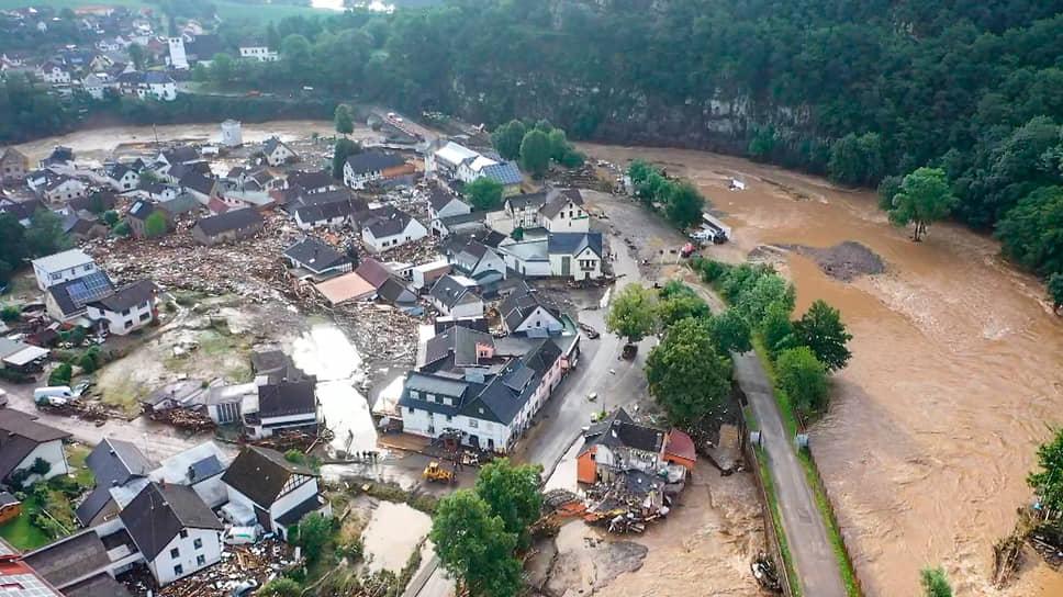 Вышедшая из берегов река Ар в Германии