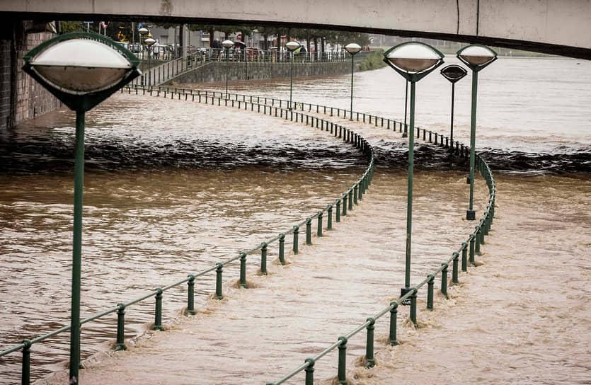 В Бельгии разрушены более десяти домов, сотни людей эвакуированы. По последним данным, погибли шесть человек