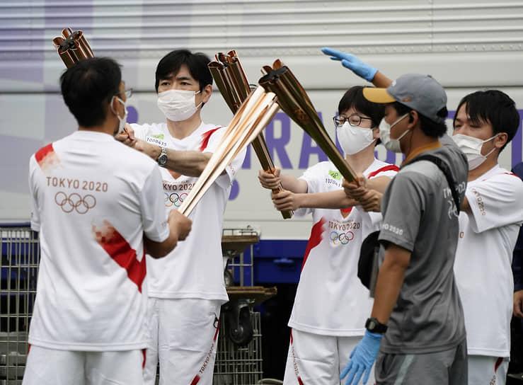 9 июля в столицу Японии прибыл олимпийский огонь. Церемония прошла в пригороде Токио в присутствии небольшого числа официальных лиц