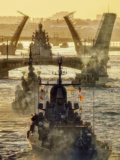Санкт-Петербург, Россия. Репетиция  военно-морского парада в честь Дня ВМФ