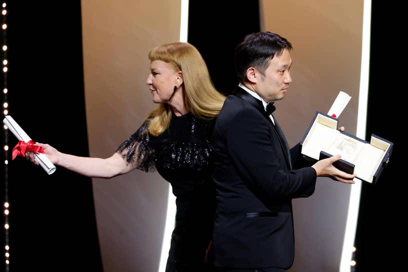 Рюсукэ Хамагути (справа) получил приз как лучший сценарист за фильм «Сядь за руль моей машины»