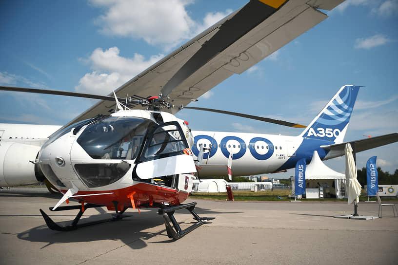 Дальнемагистральный широкофюзеляжный пассажирский самолет Airbus A350-1000 и многоцелевой вертолет Airbus Helicopters H-145