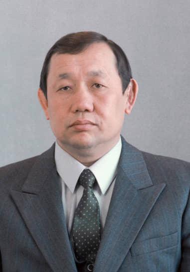 Джумгалбек Аманбаев <br>Первый секретарь ЦК Компартии Киргизии <br>Вошел в состав Политбюро 25 апреля 1991 года  <br>В 1992-м стал советником гендиректора Кыргызского pеспубликанского центра «Агробизнес». С 1993 по 1995 год был вице-премьером Киргизии. Умер 11 февраля 2005 года