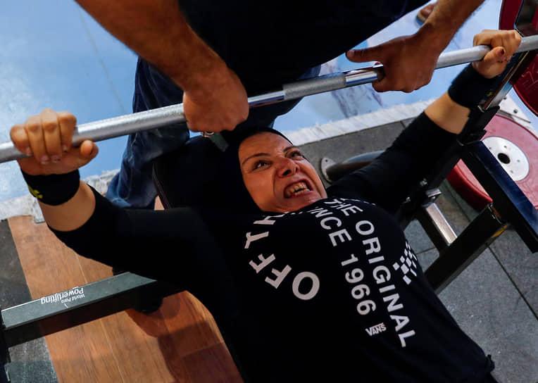 Маади, Египет. Участница египетской паралимпийской сборной во время тренировки