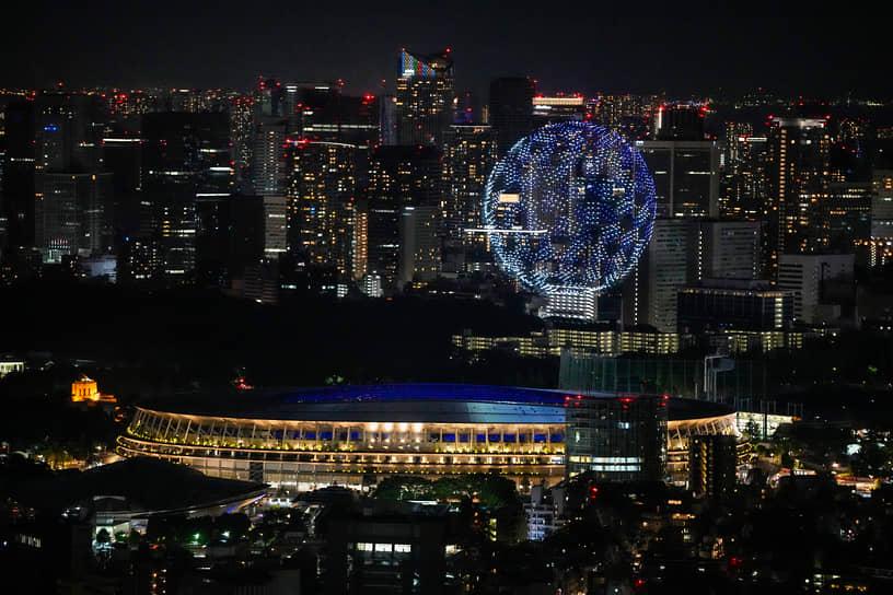 Представление с участием дронов в небе над Токио