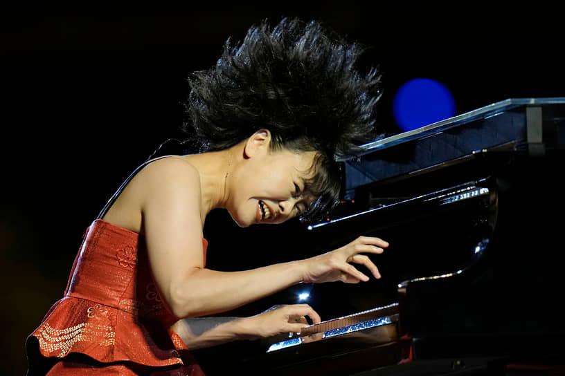 Джазовая пианистка и композитор Хироми Уехара выступила на церемонии