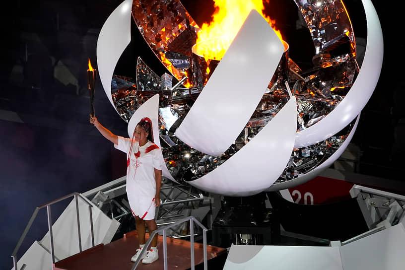 Японская теннисистка Наоми Осака зажгла олимпийский огонь
