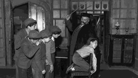 «Их секли до крови, а мы слушали их вопли»  / Стинг, Джаггер, Черчилль и другие о телесных наказаниях в британских школах