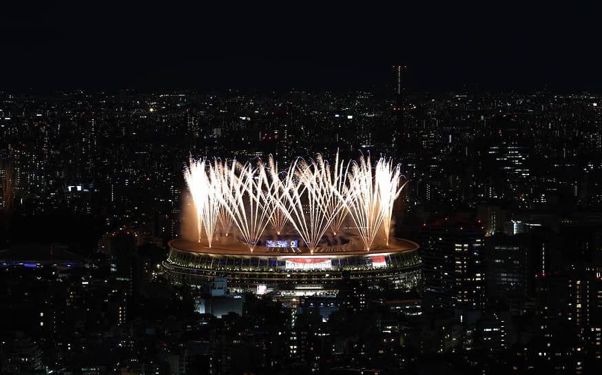 Церемония открытия Олимпиады прошла на Национальном стадионе в японской столице. Из-за ограничений по коронавирусу на арене присутствовали только 950 официальных лиц