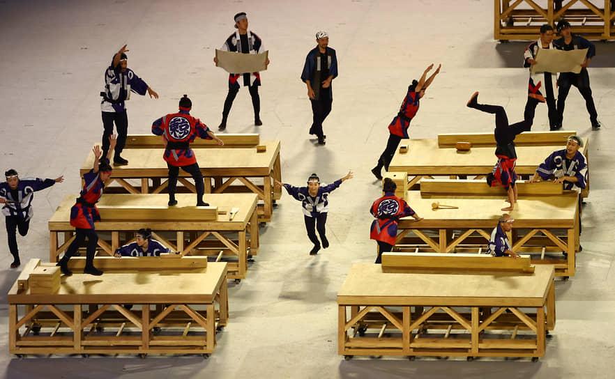 Японские танцоры на церемонии