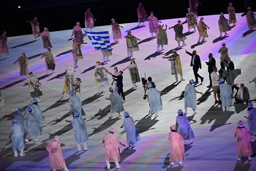 Первыми на параде атлетов традиционно прошли спортсмены из Греции