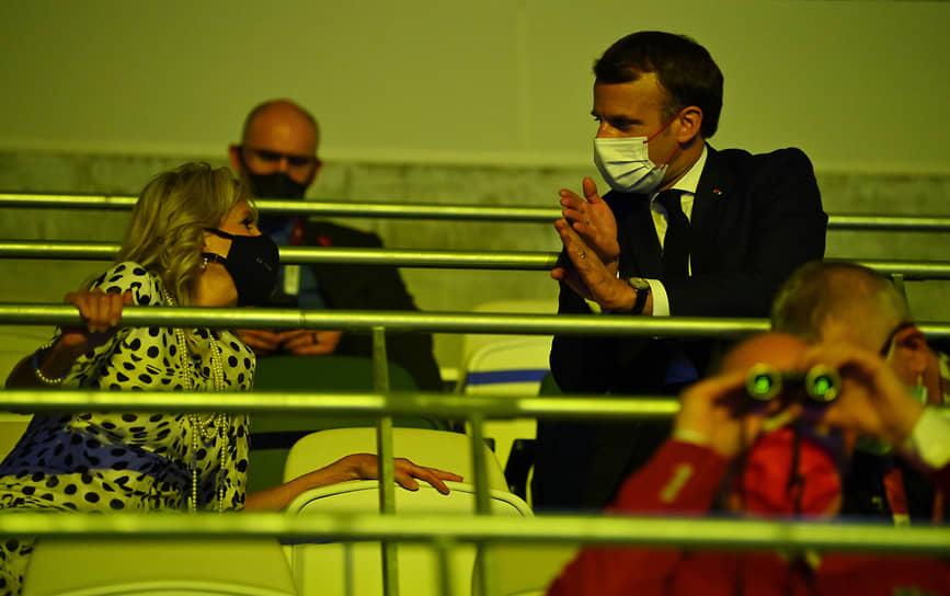 Президент Франции Эмманюэль Макрон и первая леди США Джилл Байден во время церемонии открытия Олимпийских игр