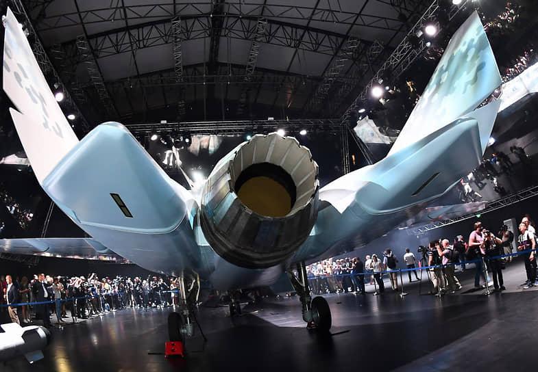 Жуковский, Россия. Модель нового легкого тактического однодвигательного истребителя Checkmate во время презентации на авиасалоне МАКС-2021