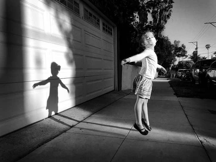 Джефф Рейнер, США. Прогулка боком по воздуху. 3-е место в номинации «Фотограф года»