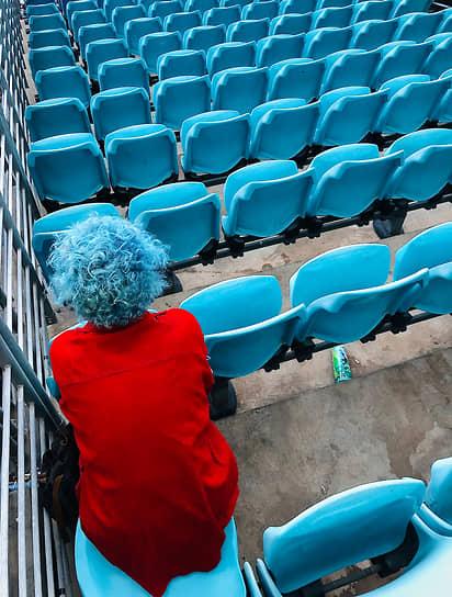 Кристиан Хорган, Австралия. Черный летний синий Монтень. 1-место в номинации «Люди»