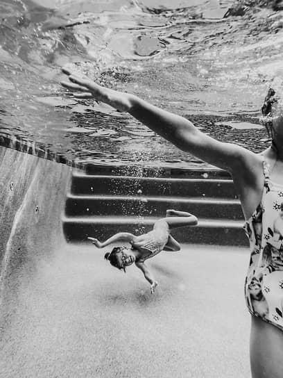Эрин Брукс, США. После прыжка, Русалка, Сестричество. 1-е место в номинации «Серия» (одно из трех фото)