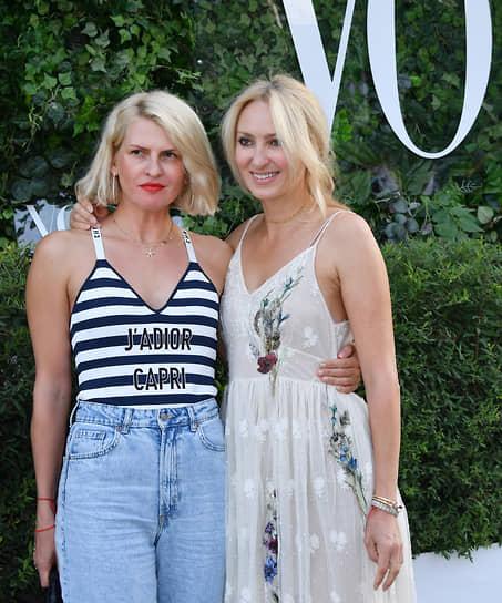 Креативный директор Podium Market Полина Киценко (слева) и издатель журнала GQ Ирина Елизарова на коктейле Vogue Senses в парке «Лужники»