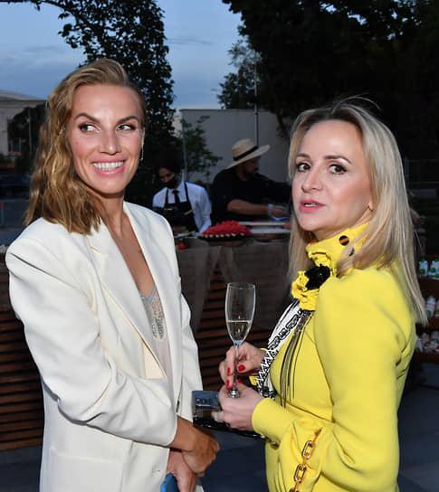 Теннисистка Светлана Кузнецова (слева) и генеральный директор Louis Vuitton в России Евгения Лешкова на коктейле Vogue Senses в парке «Лужники»