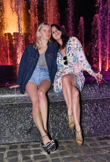 Актриса Лена Тронина (слева) и дизайнер Наталья Туровникова на музыкально-гастрономическом коктейле Vogue Senses в парке «Лужники»