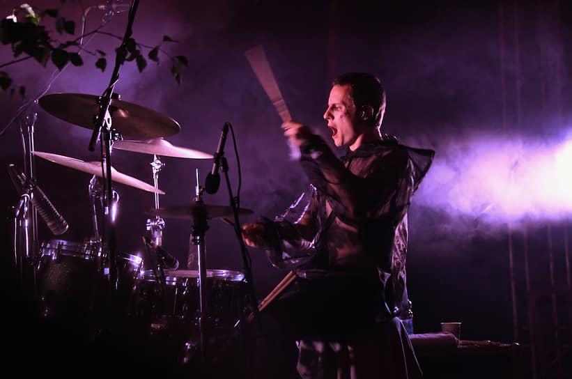 Музыкальное выступление на фестивале «Архстояние»