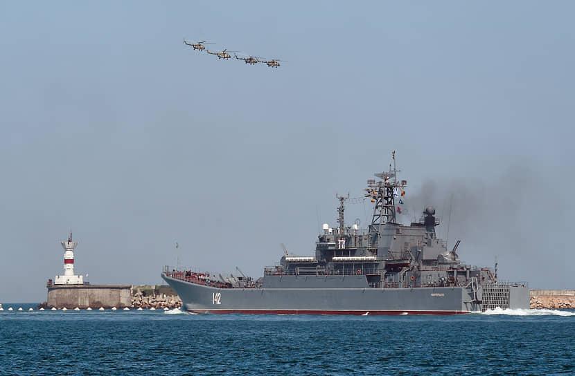Среди них были истребители и бомбардировщики Су-30СМ, Су-34, Су-27, Су-25СМ, самолет-амфибия Бе-12, противолодочный корабельный вертолет Ка-27 и другие