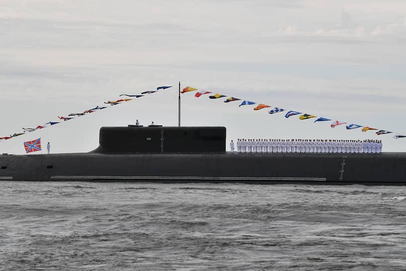 Атомный ракетный подводный крейсер «Князь Владимир» проекта 955А «Борей-А» в Финском заливе