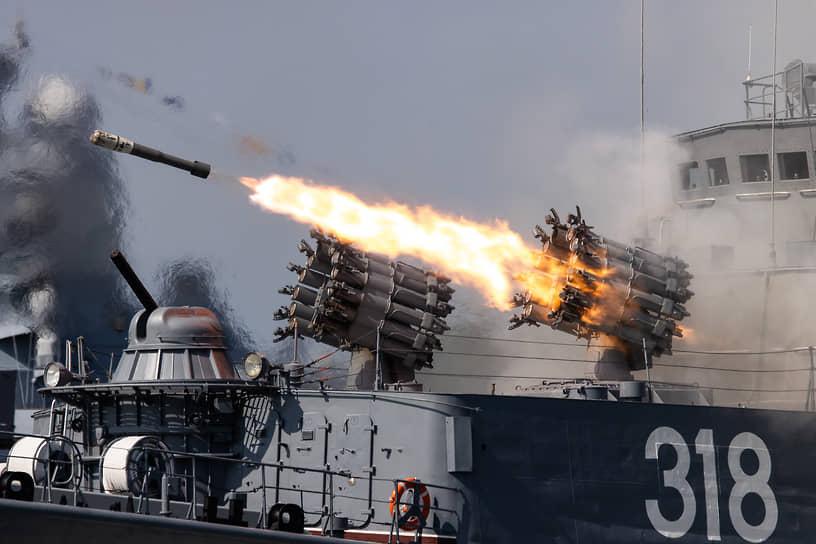 Парад 25 июля также прошел на главной базе Балтийского флота в Калининградской области
