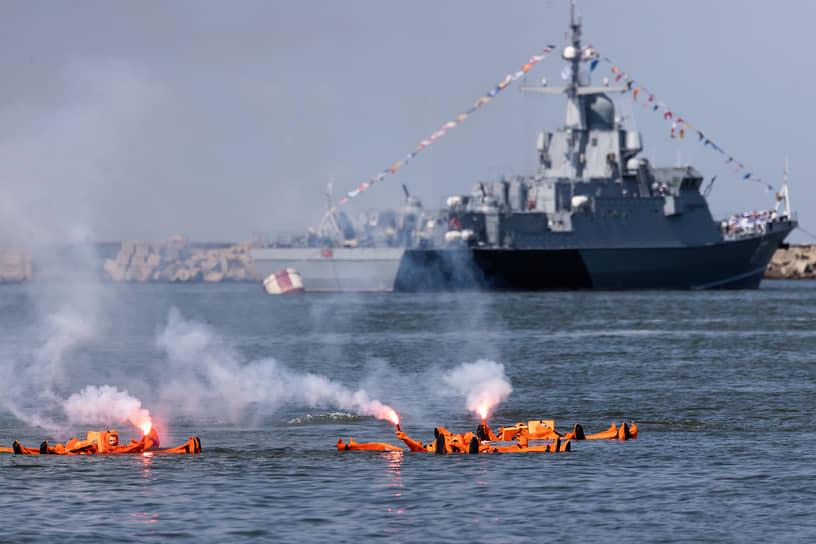 В акватории Калининградского залива были разыграны эпизоды по освобождению судна, оказанию помощи аварийному кораблю, задержанию условных нарушителей госграницы