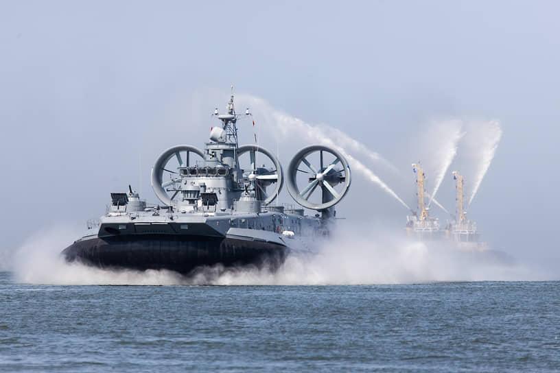 Вспомогательные силы флота провели демонстрацию поисково-спасательного и материально-технического обеспечения кораблей
