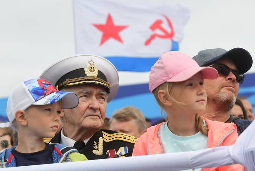 Зрители во время парада