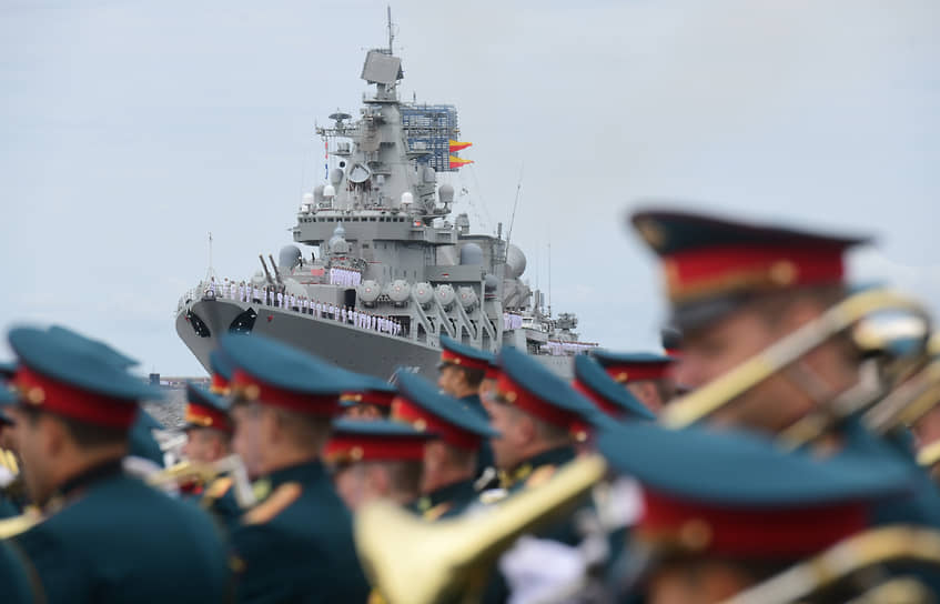 Военный оркестр на параде в Санкт-Петербурге