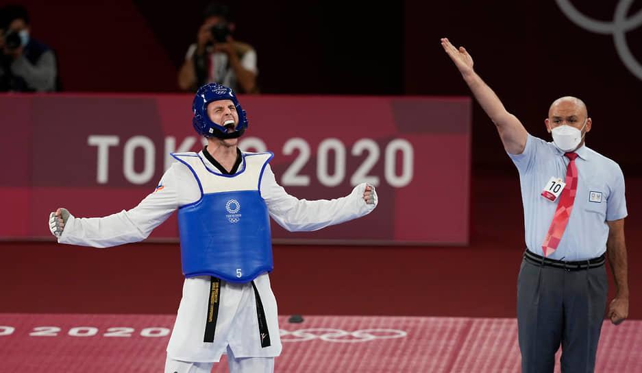 Золото. Владислав Ларин (слева). Тхэквондо в весовой категории свыше 80 кг