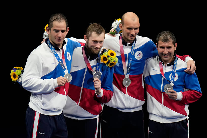 Серебро. Слева направо: Сергей Бида, Никита Глазков, Сергей Ходос, Павел Сухов. Фехтование на шпагах