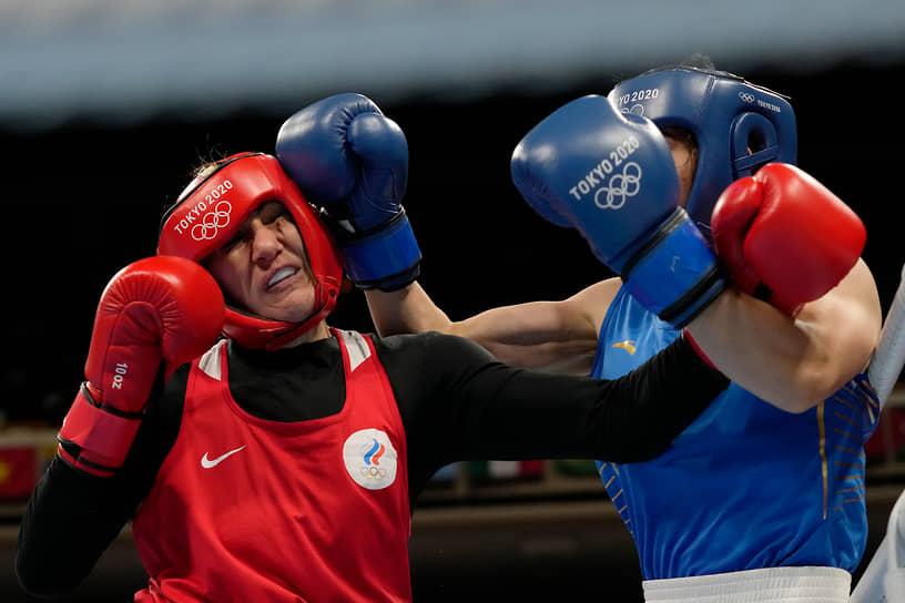 Бронза. Зенфира Магомедалиева (слева). Бокс, до 75 кг