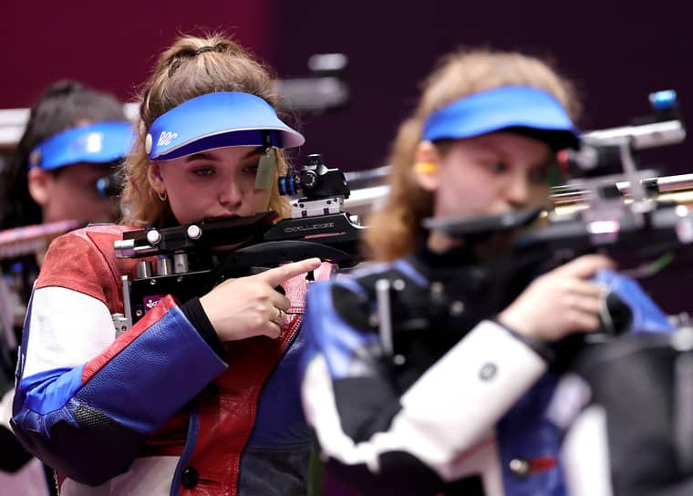 Серебро. Анастасия Галашина (в центре). Стрельба, пневматическая винтовка, 10 м