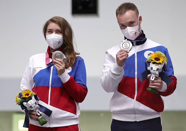 Серебро. Виталина Бацарашкина и Артем Черноусов. Стрельба из пневматического пистолета в миксте