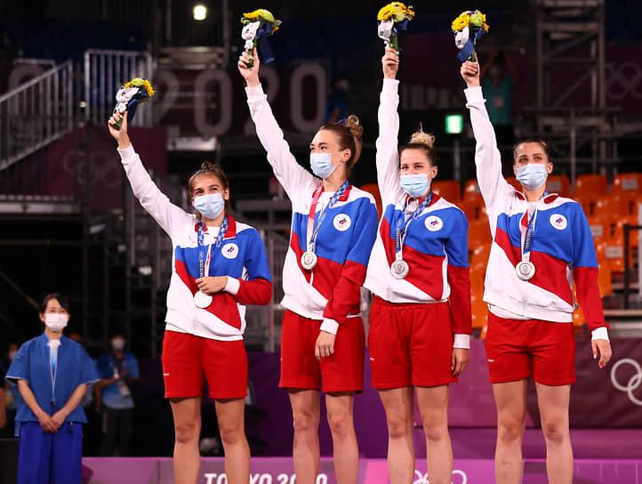 Серебро. Слева направо: Юлия Козик, Анастасия Логунова, Евгения Фролкина, Ольга Фролкина. Баскетбол 3х3