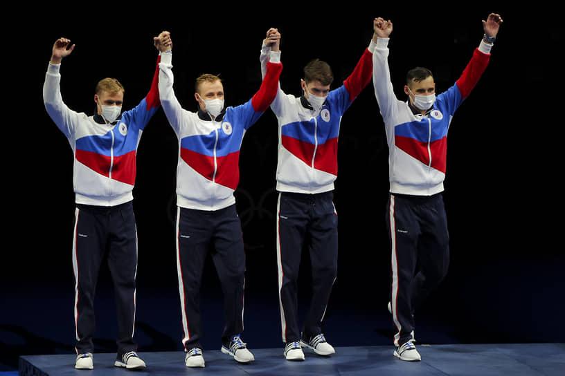 Серебро. Слева направо: Тимур Сафин, Кирилл и Антон Бородачевы и Владислав Мыльников. Фехтование, рапира