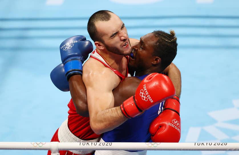 Серебро. Муслим Гаджимагомедов (слева). Бокс, до 91 кг