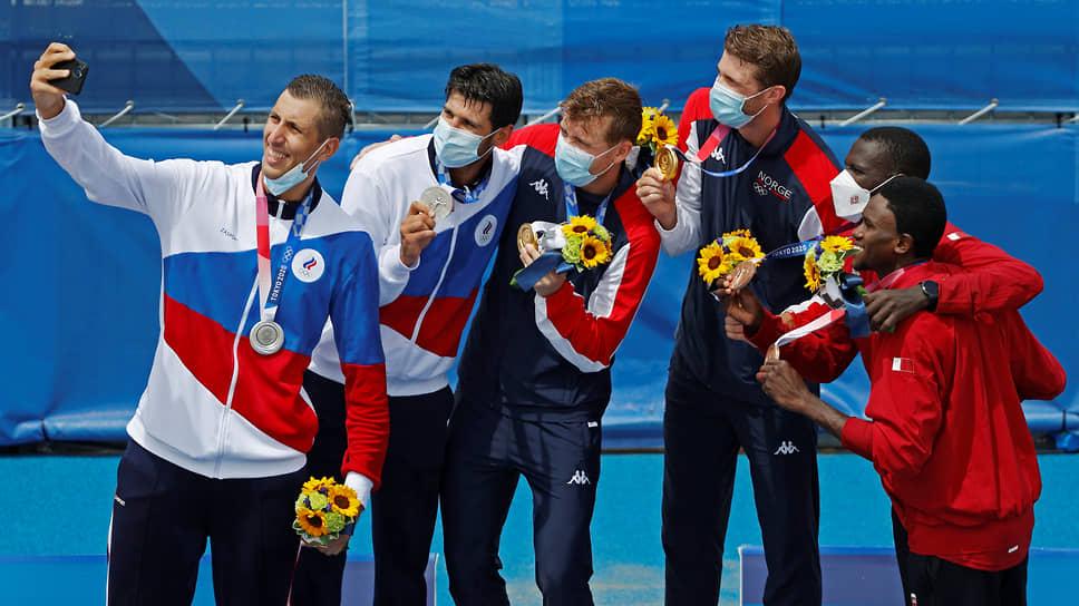 Серебро. Олег Стояновский и Вячеслав Красильников (оба слева). Пляжный волейбол, мужчины