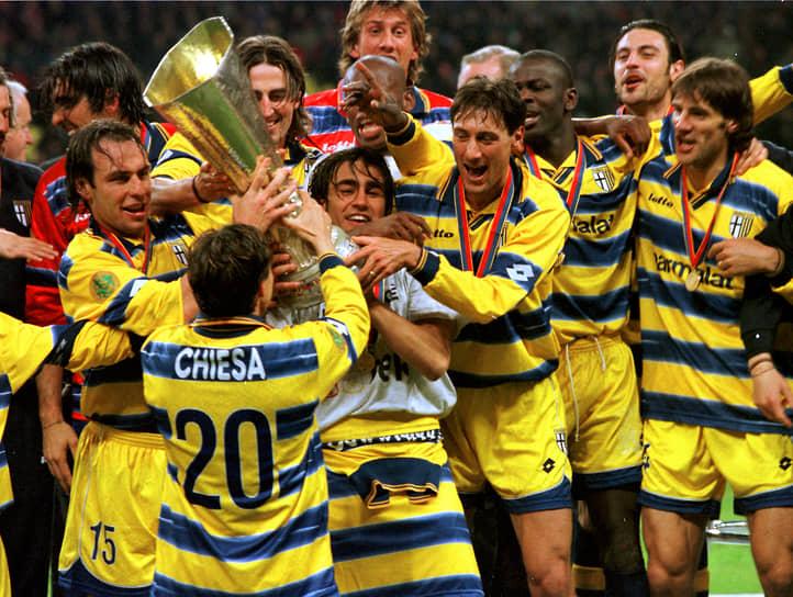Мировой футбол пришел на стадион в 1999 году. В столицу приехали «Парма» (Италия) и «Олимпик» (Франция) — счет 3:0