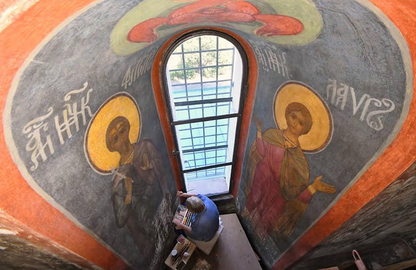 Москва, Россия. Работы по комплексной реставрации в Смоленском соборе Новодевичьего монастыря