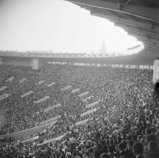 «Лужники» торжественно открылись 31 июля 1956 года товарищеским матчем между сборными РСФСР и КНР