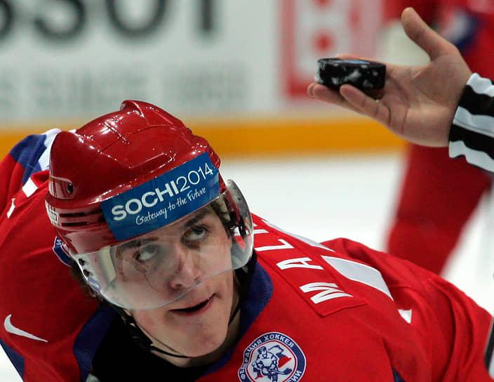 В составе сборной России хоккеист дебютировал на чемпионате мира 2005 года в Австрии. На том первенстве наша команда выиграла бронзу