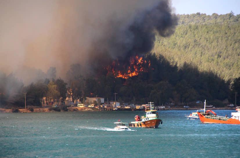 В районе лесного пожара были отменены все туристические экскурсии