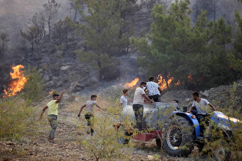 Огонь распространился на территории в 15 км