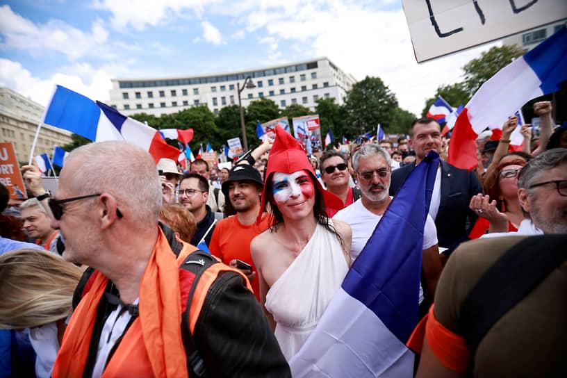 Участники марша против ковидных ограничений