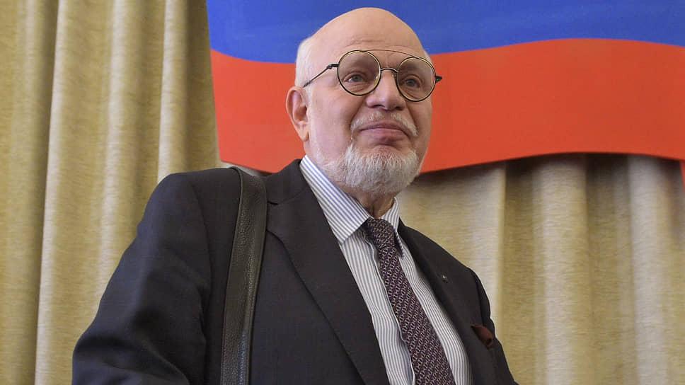 «Теперь он навсегда стал легендой нашего факультета, как и памятник Ломоносова перед его входом»