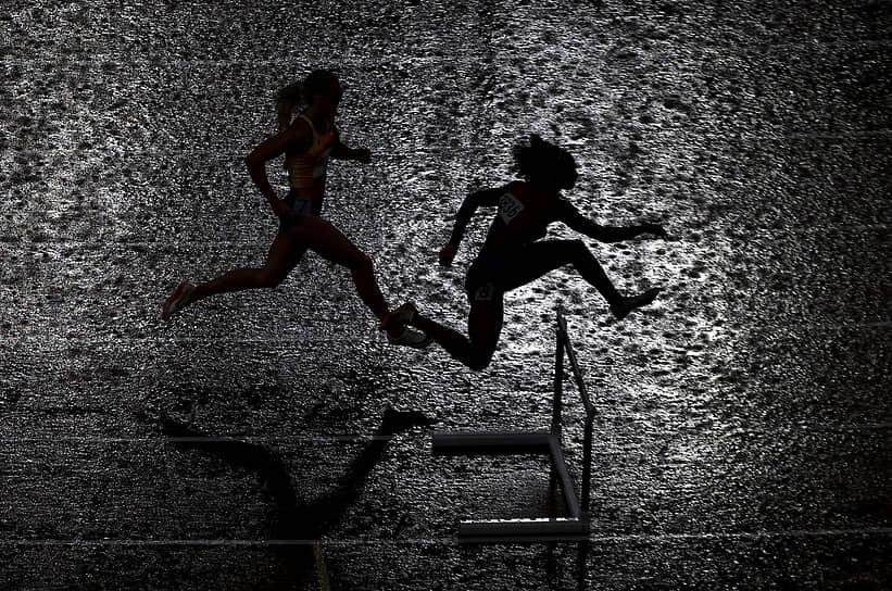 Токио, Олимпиада. Бег на 400 метров с препятствиями среди женщин