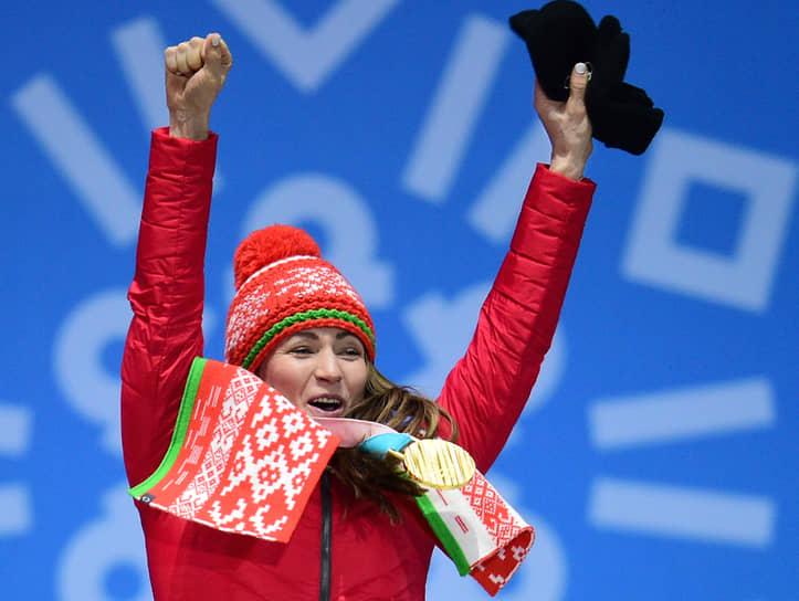 <b>Дарья Домрачева, биатлонистка</b> <br>С 2005 года представляла Белоруссию. Четыре раза занимала первые места на олимпиадах. Трижды в Сочи (2014) и один раз в Пхёнчхане (2018), здесь же она выиграла и серебряную медаль, также завоевала бронзу в Ванкувере (2010). Многократно поднималась на подиумы на чемпионатах мира и этапах Кубка мира. В сезоне 2014/2015 впервые в карьере заняла первое место в общем зачете Кубка мира и выиграла Большой хрустальный глобус